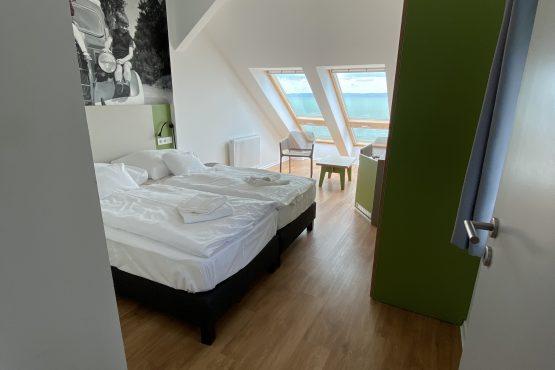 Erkélyes, panorámás kettő hálószobás szoba